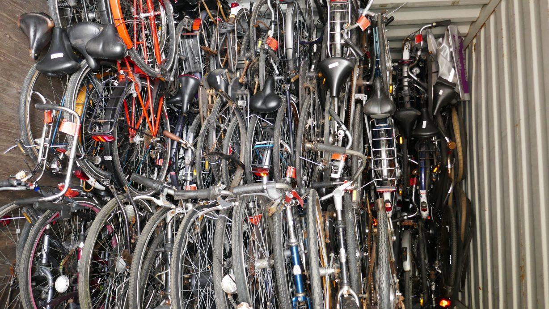 Bikes-for-Zim-Fietsen-op-transport-Amsterdam